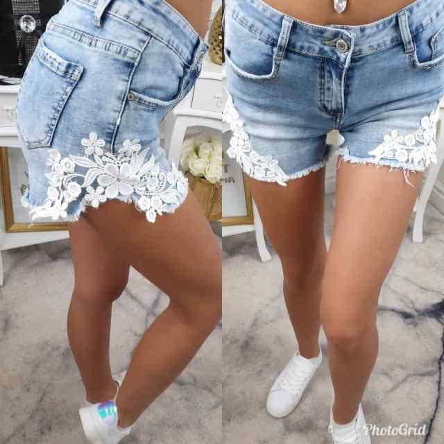 Stiilsed lühikesed püksid, pitsiga kaunistus