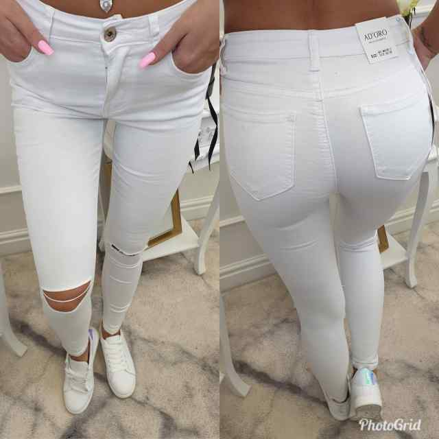 Lõhikutega valged strech püksid
