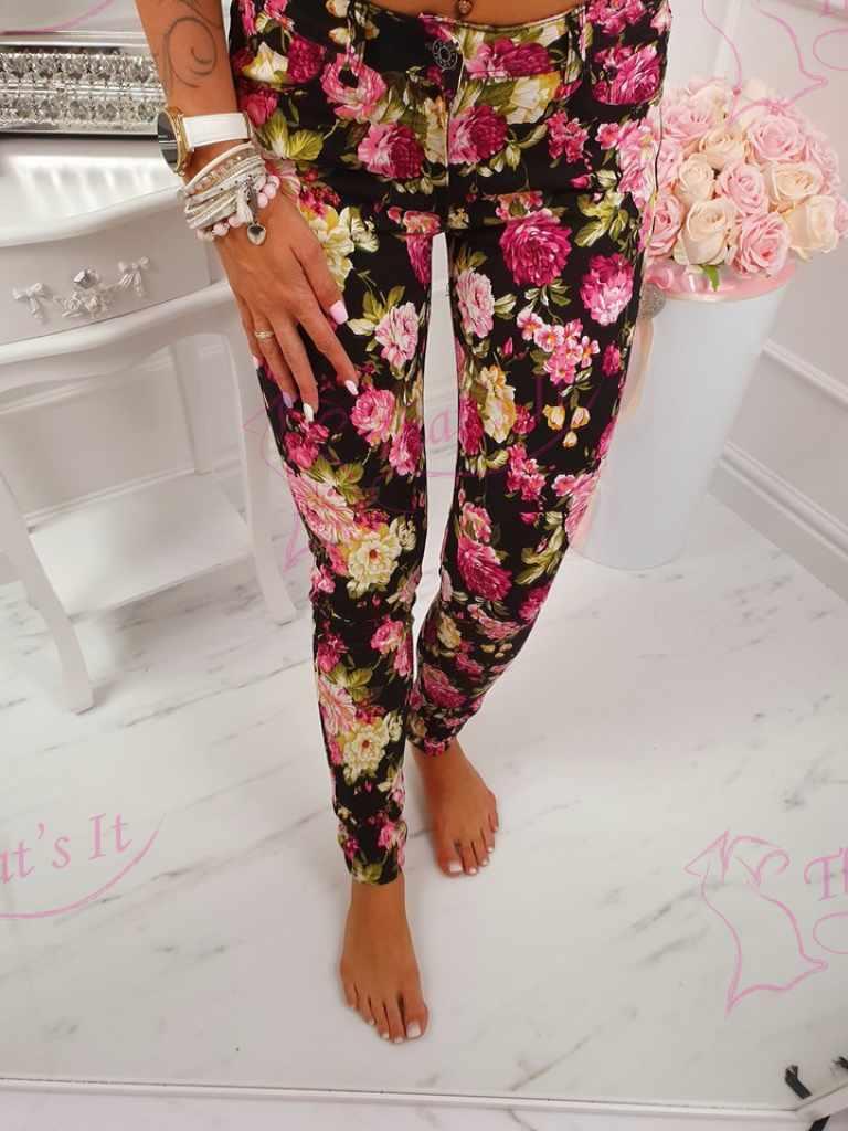 Strechid lillelised püksid