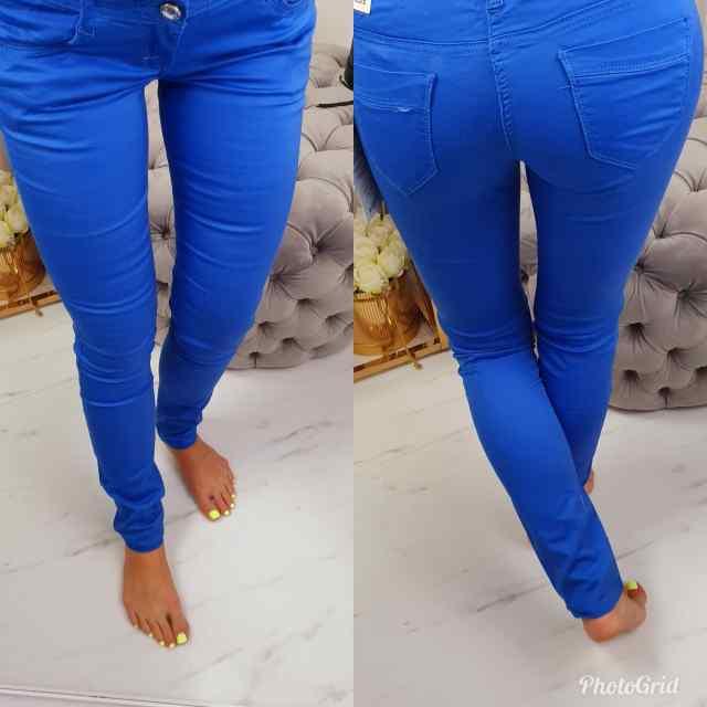 Madala värvliga erksinised püksid