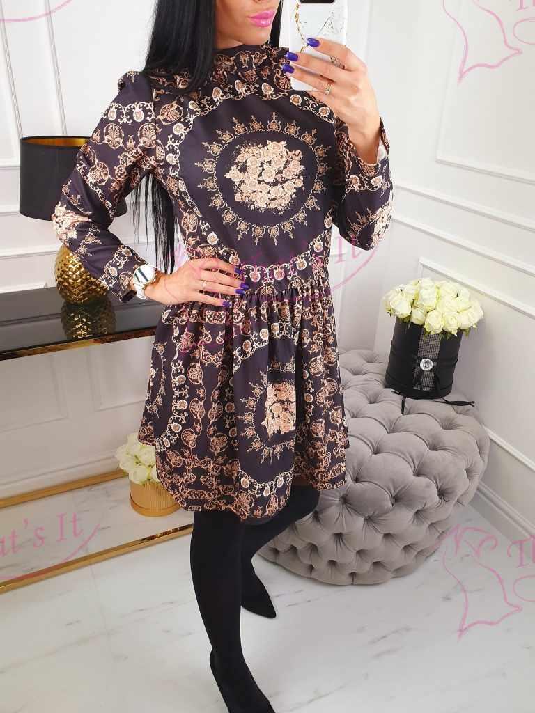 Naiselik mustriga kleit