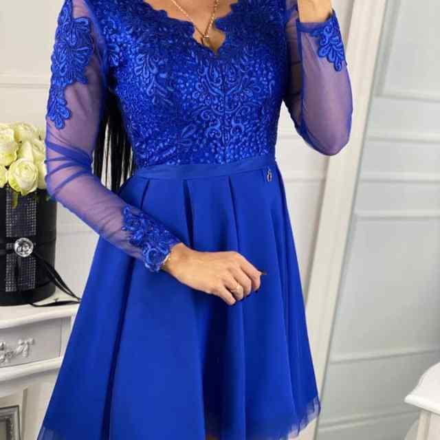 Kvaliteetne tüllist seelikuosaga pidulik kleit, pitsist kaunistustega