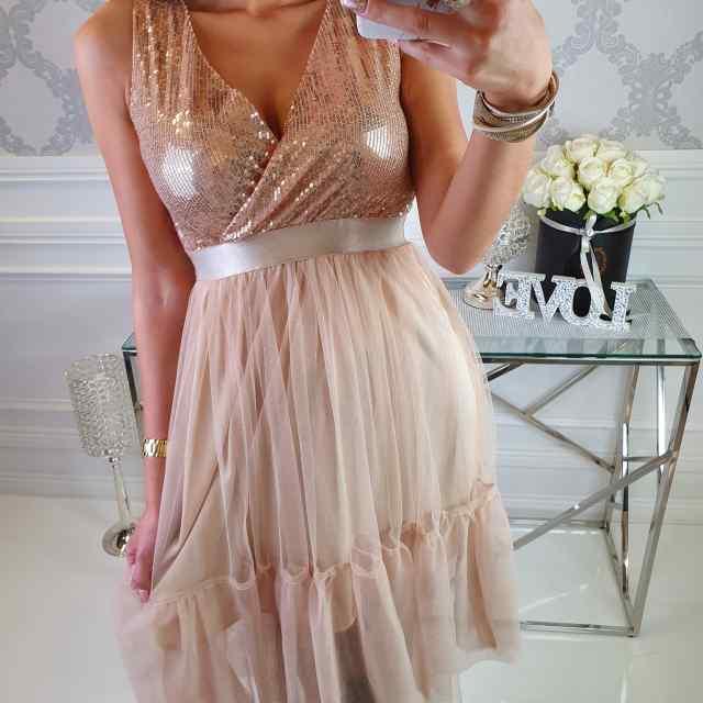 Armas tülliga kleit, rinna all kumm
