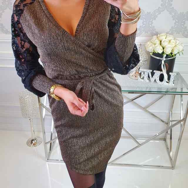 Keskelt paelaga reguleeritav naiselik V-kaelusega kleit, kuldse sädelusega