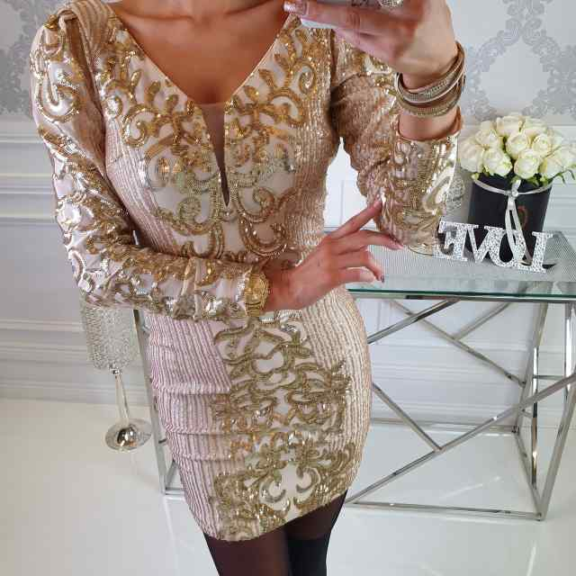 Kvaliteetne V-kaelusega kaunite kuldsete ornamentidega pidulik kleit