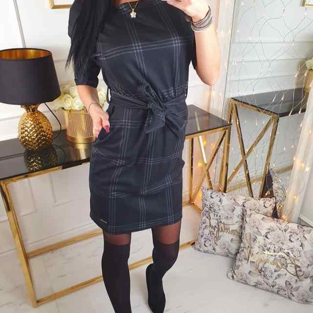 Keskelt vööga reguleeritav taskutega kleit