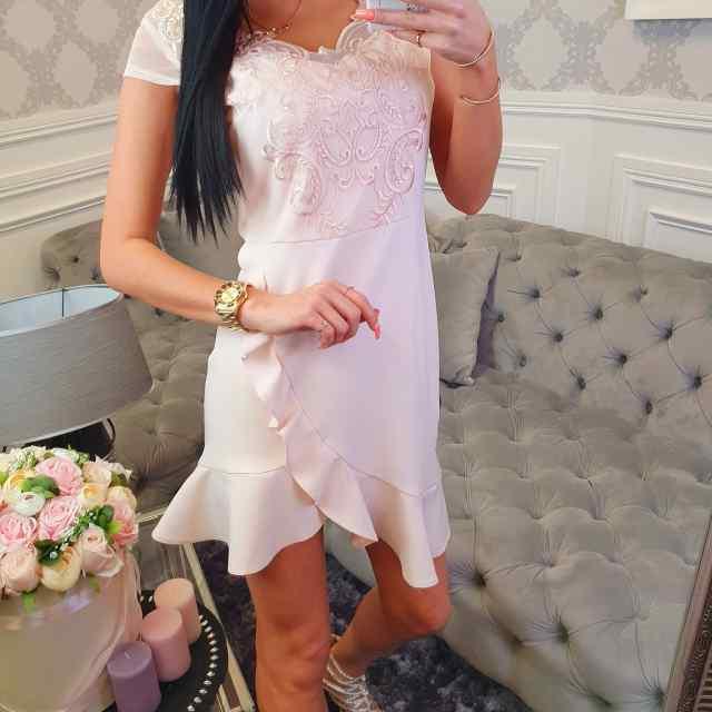 Kvaliteetne pitsist kaunistusega kleit