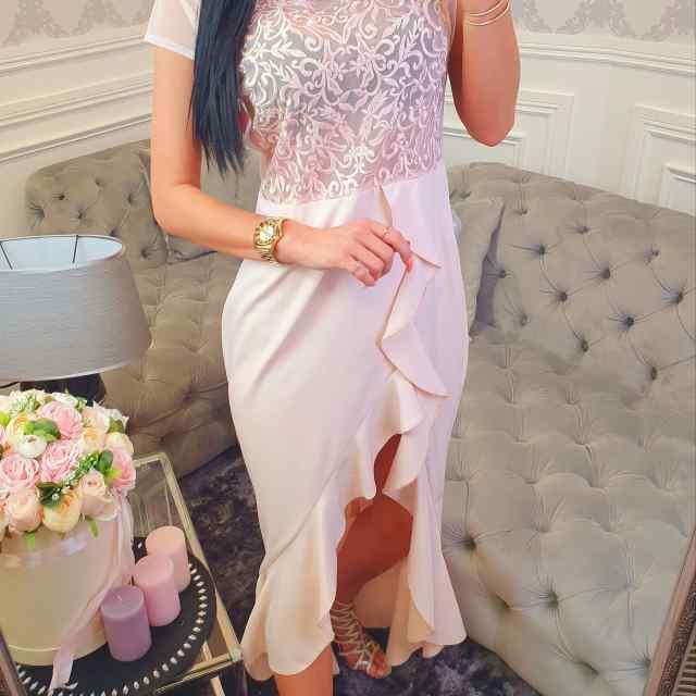 Kvaliteetne lõhikuga kleit, ülevalt läbikumav