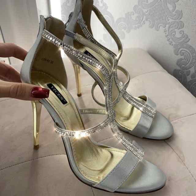 Hõbedased sädelevad kingad