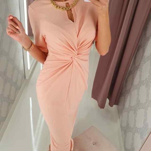 Kvaliteetne kaelaehtega kleit