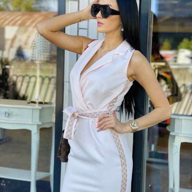 Kvaliteetne vööga reguleeritav kleit