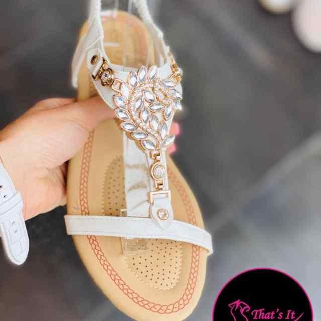 Suvised kivikestega sandaalid