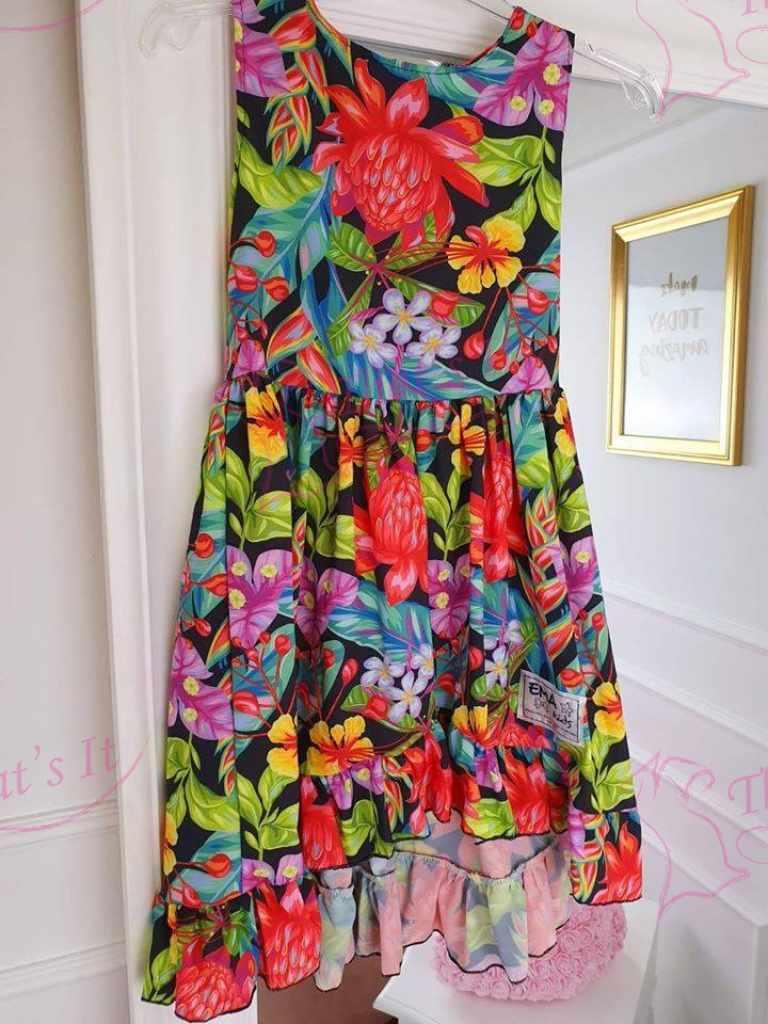 Kergest õhulisest kangast tütarlaste kleit suurus 122 ( vastab nr väiksemale )