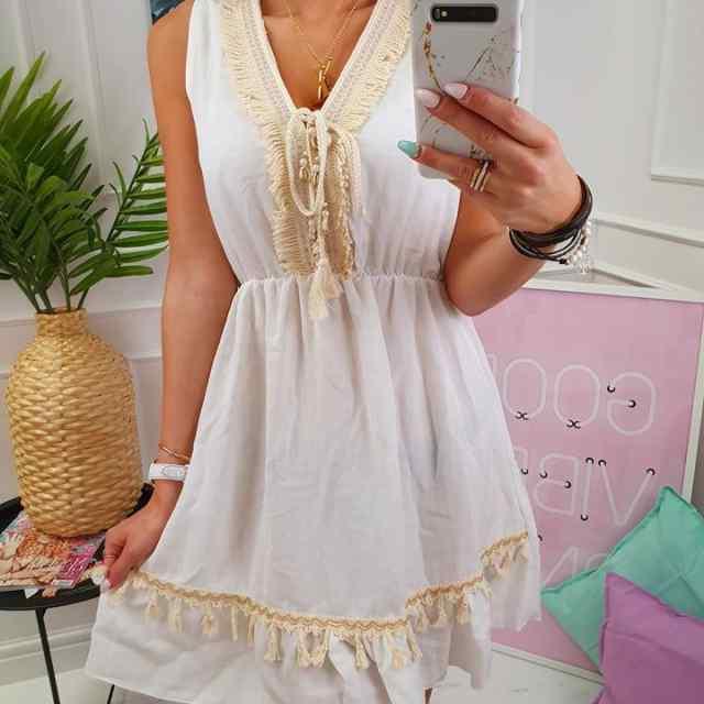 Romantilises stiilis kleit, eest seotava paelaga