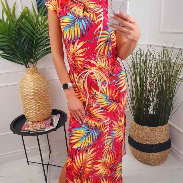 Väga pehmest materjalist lõhikuga mugav kleit, keskelt kummiga, pael kaunistuseks