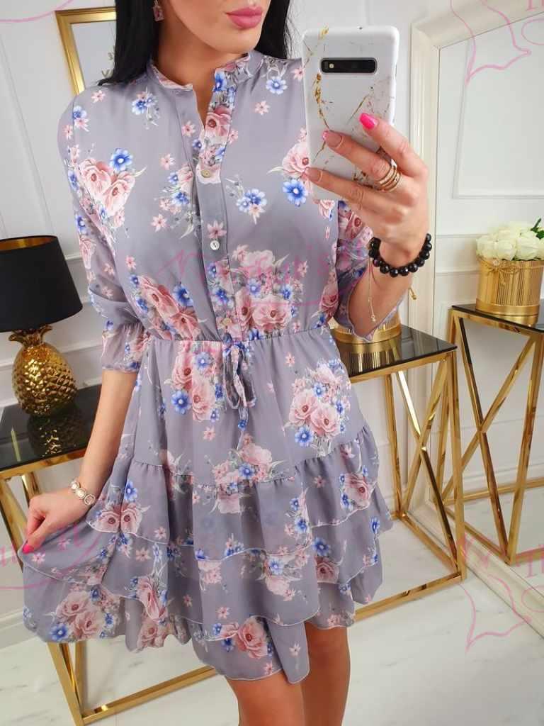 Keskelt kummiga ja eest nööpidega armas kleit
