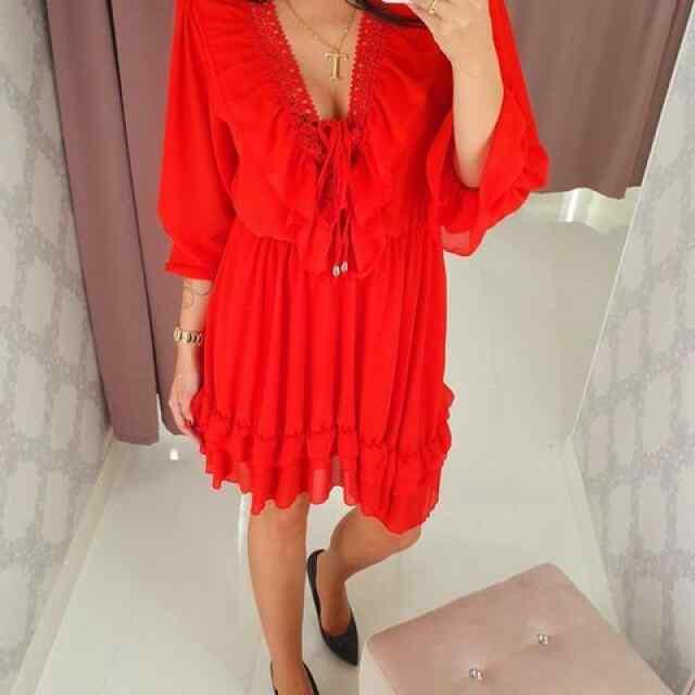 Eest satsitdega kaunistatud kleit