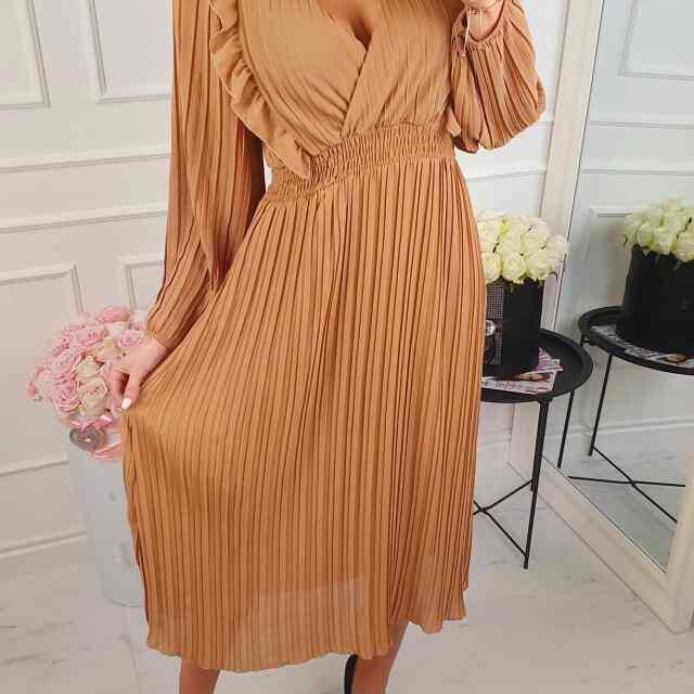 Plisseeritud stiilis kleit aluskangaga, keskelt kummiga