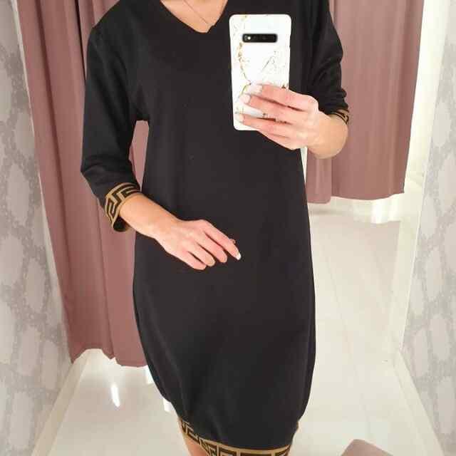 V-kaelusega, sirgelõikega kleit