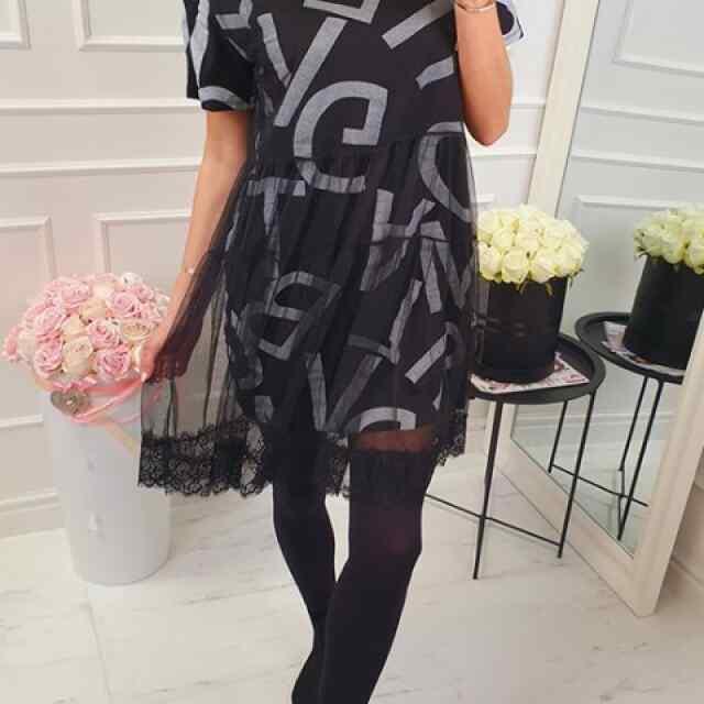 Alt tülliga kaunistatud kleit