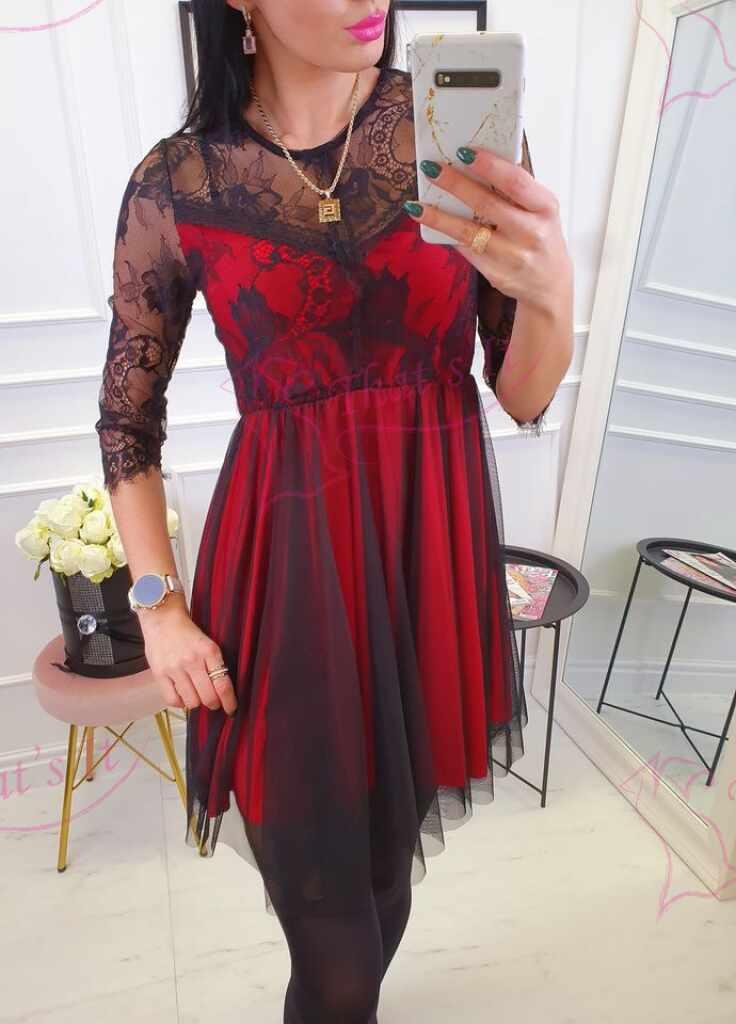 Pitsi ja tülliga kaunistatud kleit, keskelt kummiga