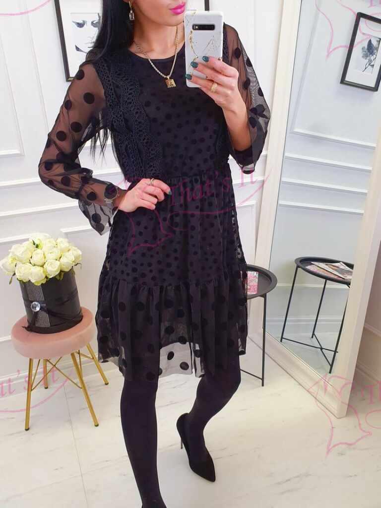 Aluskangaga kleit, pealt tülliga ja pitsiga kaunistatud, keskelt kummiga