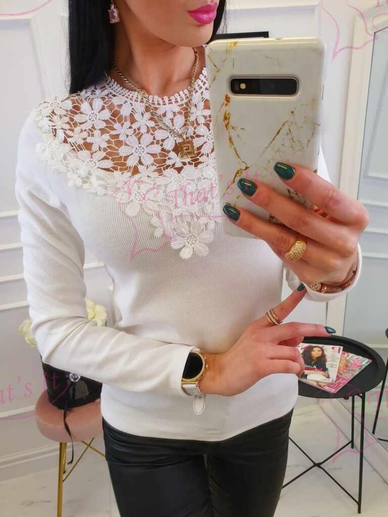 Ülevalt pitsiga kaunistatud soonikmaterjalist pluus