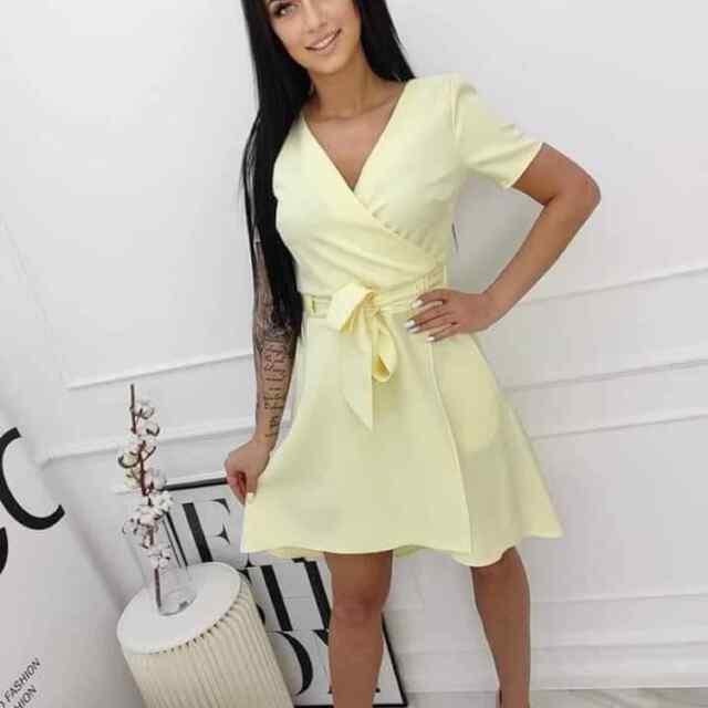 Kvaliteetsest kangast kleit, keskelt paelaga seotav
