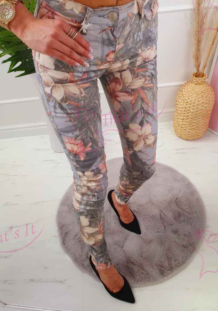 Mugavad püksid taskutega, sobivad ka pikemale jalale