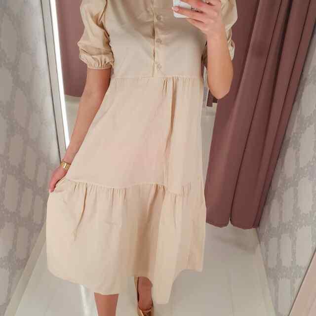 Langeva lõikega pikem kleit