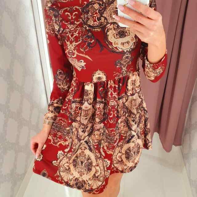 Ornamentidega kaunistatud kleit